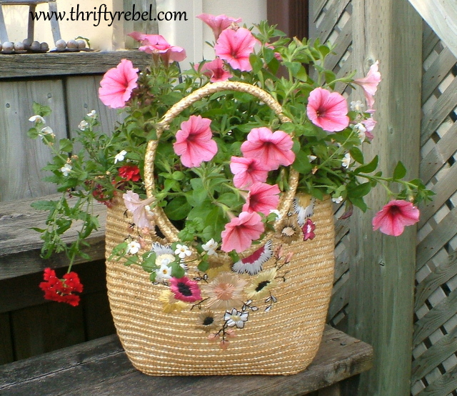 Here's my finished wicker purse planter.
