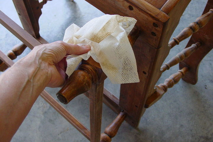 After a thorough cleaning with tack cloth the chair is now ready for the new stain.