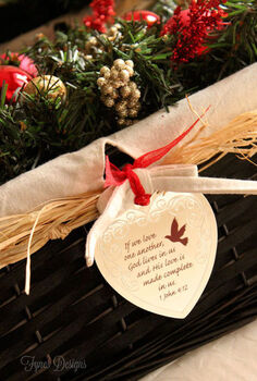 quick and easy holiday centerpiece, seasonal holiday d cor, wreaths, Hang a sentimental ornament from the edge of the basket and give as a gift