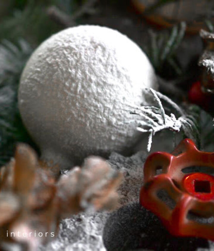 Did you know spray snow on ornaments creates a snowball? Me neither!