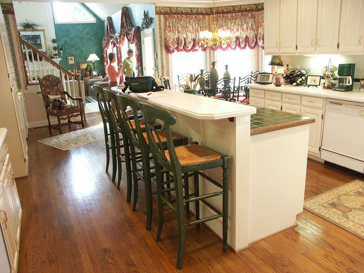 This kitchen was in relatively good shape, and the homeowners were looking mostly for an updated, upscale look and not major functional changes. A candidate to be REFINISHED! http://bit.ly/SBx6Pq