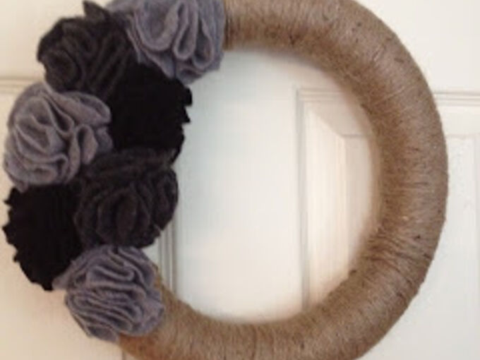 jute and felt flower wreath, crafts, flowers, wreaths