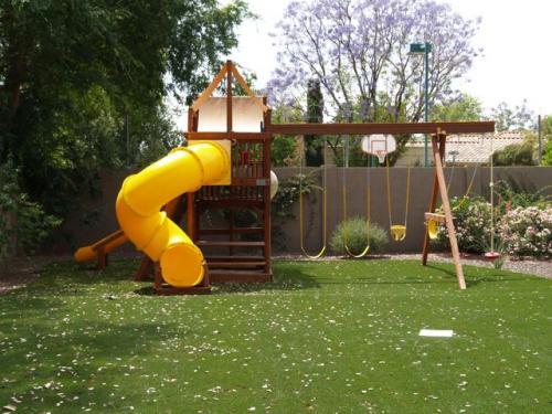 http://www.usgrassandgreens.com/backyard-artificial-grass.php