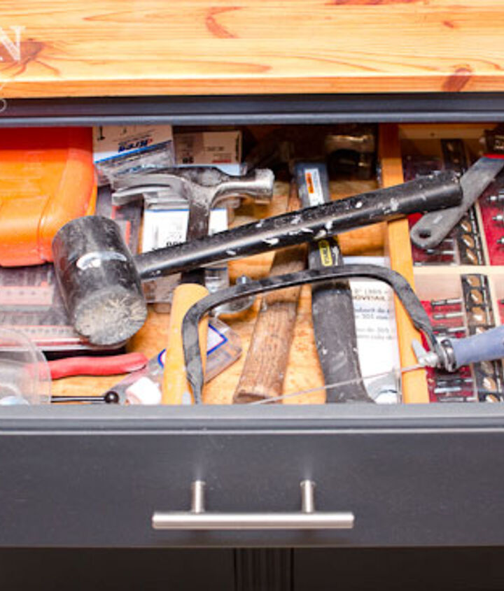 Drawers keep smaller tools and supplies more organized and out of the way.