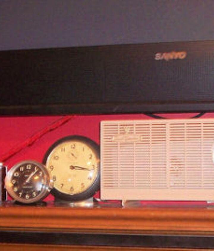 vintage radio repurposed as surround sound speaker disguise, home decor
