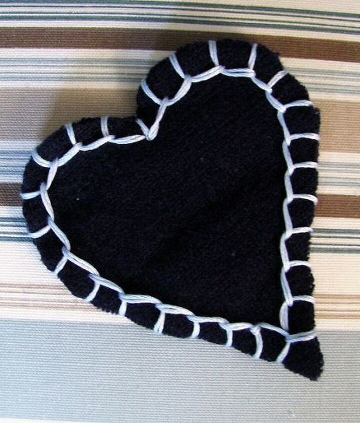 sweater heart garland, crafts, seasonal holiday decor, valentines day ideas