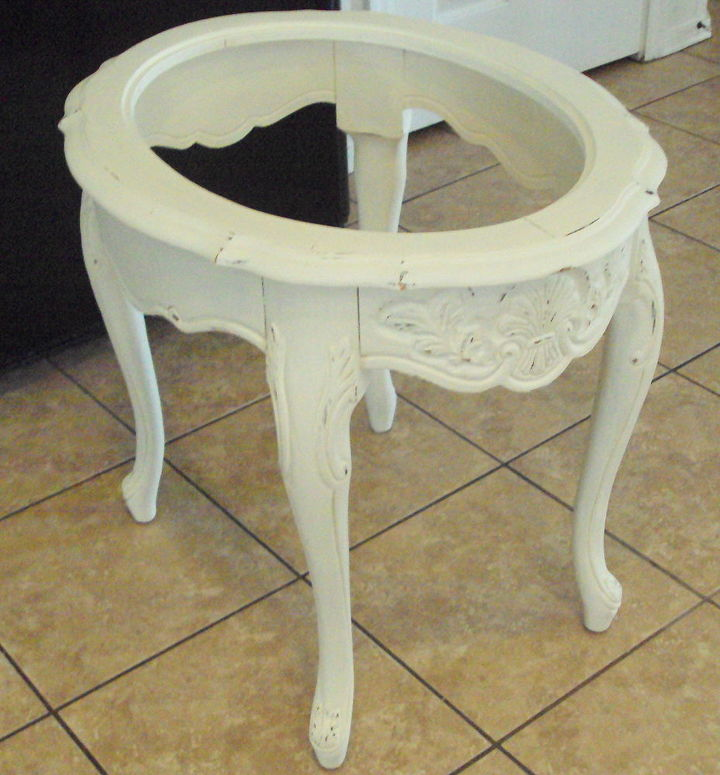 need ideas for this table center, painted furniture, End Table with no center help