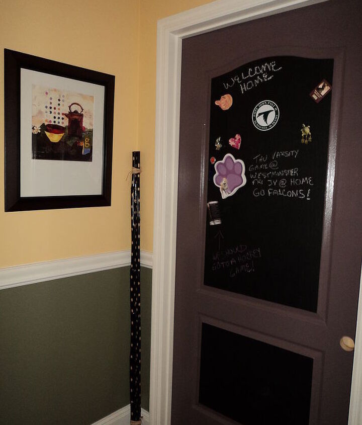 I had a problem with this cheap hollow core door to my laundry room.  On the left wall is an entry door and it looked quite strange to me.  So I made a message center with chalk and magnet paints.