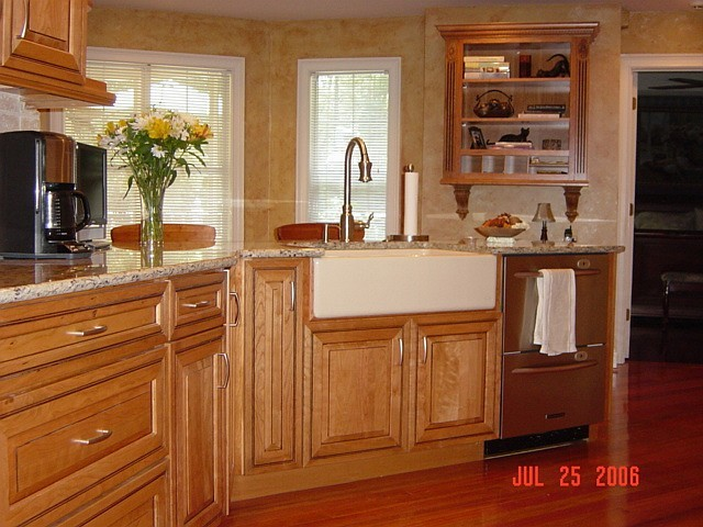 Apron sink and two-drawer dishwasher