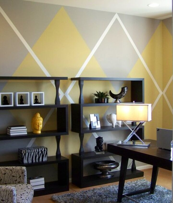 Argyle wall pattern for Atlanta designer Angela Hogan in Leesburg, VA for Beazer Homes.  I love the outcome but ohhhh the taping...you really have to clear your mind when working on a room like this so that it turns into a form of meditation.  Quietly plugging away until all the hard part is over and then the painting goes fairly quickly.