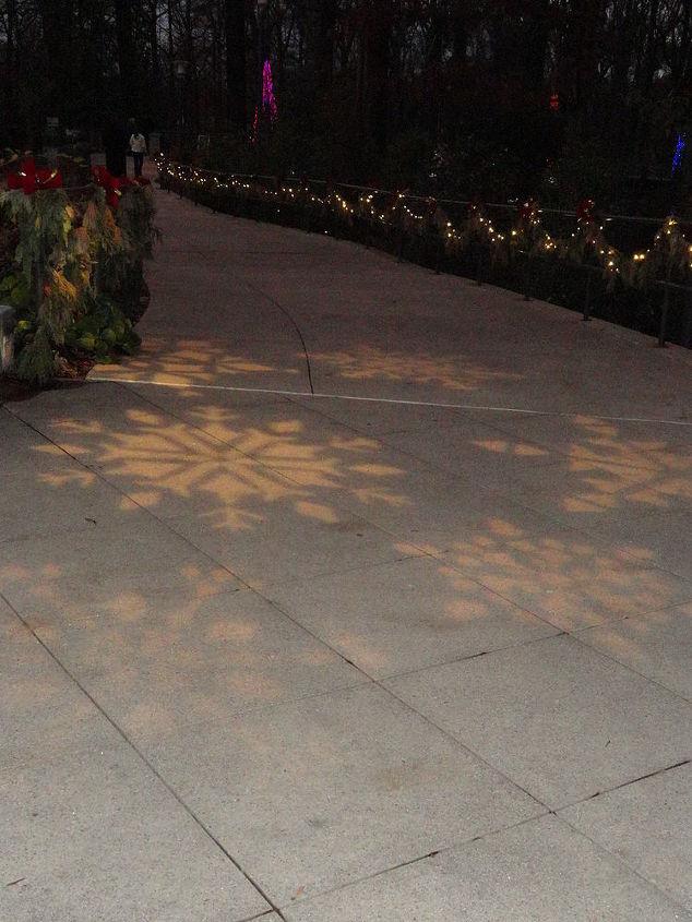 sidewalks with carolers