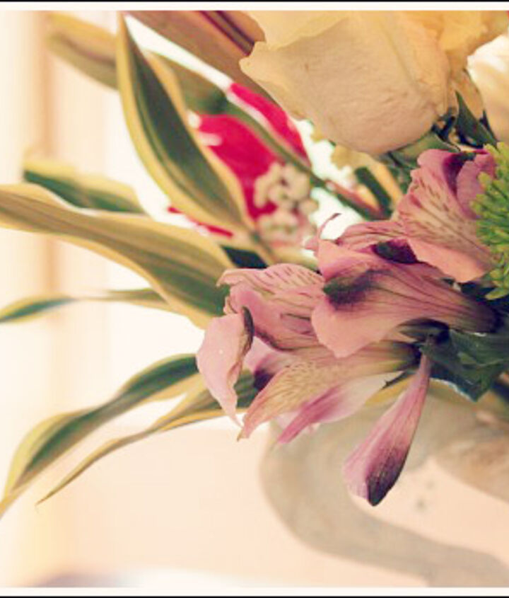 Learn how to arrange your flowers from the largest to the smallest.