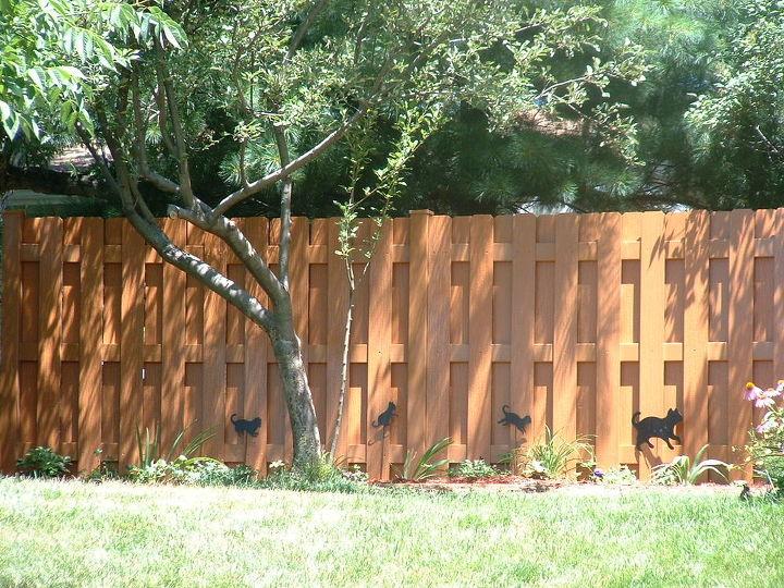 vinyl wood like privacy fences available in six colors including cedar chestnut, fences, Style Williamsport Color Cedar