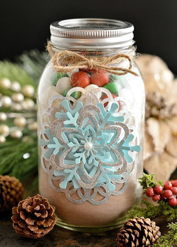 2. Christmas Mason Jar: Fill it with candy and it makes a stylish Christmas gift.