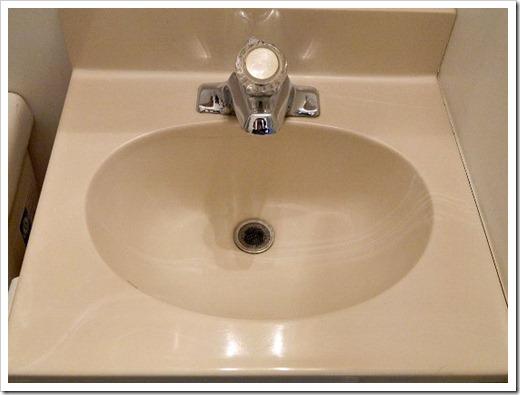 i painted the bathroom sink, bathroom ideas, home decor, painting, Bathroom Sink Before