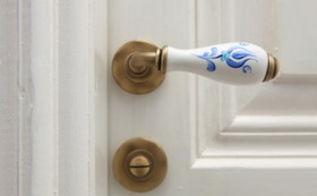 disinfect your doorknobs, cleaning tips, doors