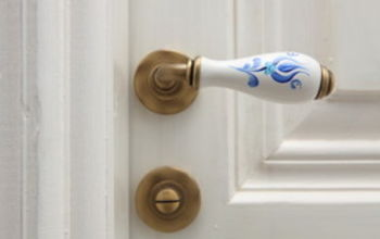 disinfect your doorknobs, cleaning tips, doors