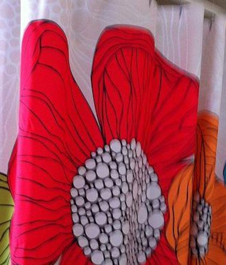 shower curtain belongs in 2nd pic - provides me with colourful options for painting walls