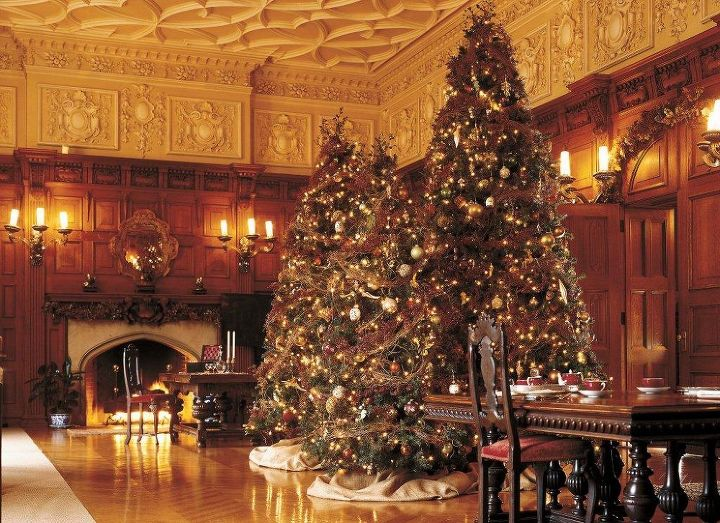 Fresh garlands are made of white pine and Fraser fir. They change them weekly to keep them fresh for guests, using a total of 5,000 feet during the season.