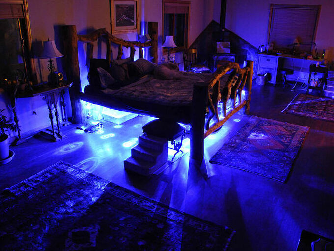 log bed lighting, bedroom ideas, home decor, lighting, Blue bed