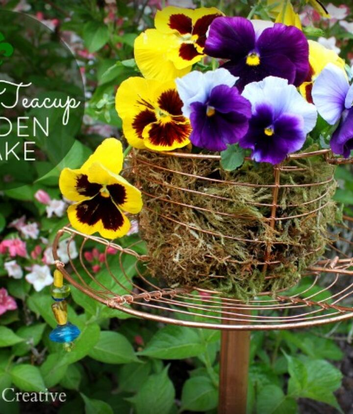 This Wire Teacup Garden Stake was so easy to make and a perfect addition to my garden!