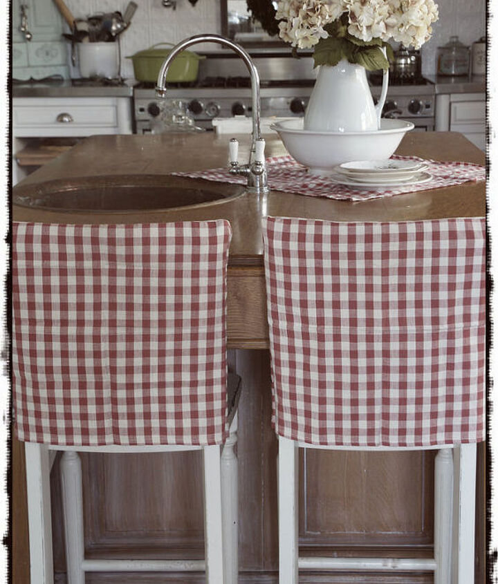 Quick slipcovers from thrift store napkins!