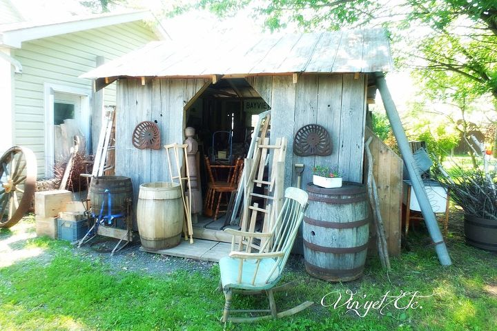 q join me in my favourite junking spot barns are full of goodies, The little barn that could full of eye candy