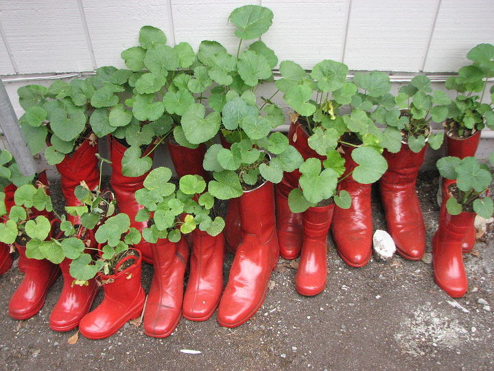 bbq party favors, gardening, repurposing upcycling, Put one hole in bottom of each boot and put pea gravel in to weigh them down Lined our driveway with them to greet our guests