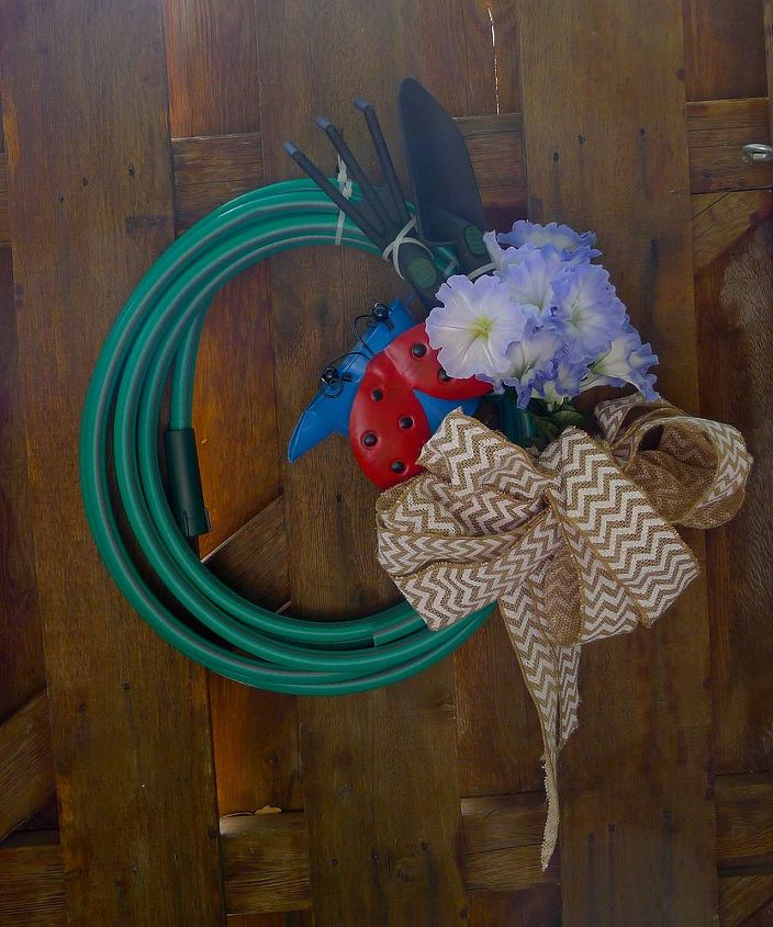 Hose wreath number two--yep, I am so cheap, er thrifty,that I cut one hose in two.