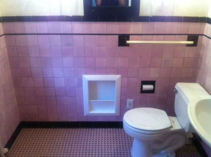 my pink & black bathroom. ugh, help!