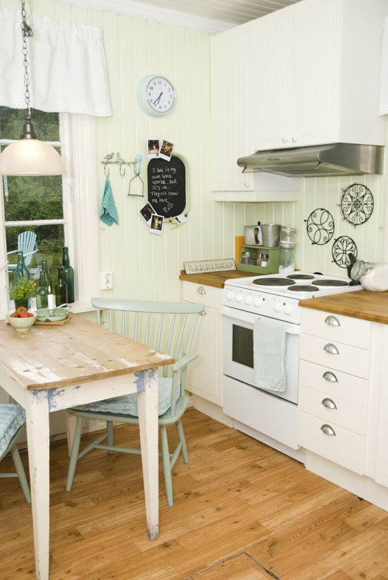 """The """"new"""" look. I wanted a timless farm-country-cottage feel. And I think I achived it too. All my furniture are 2nd hand from family or fleamarkets. I have just painted or cleaned it. Depending on the state of the item."""