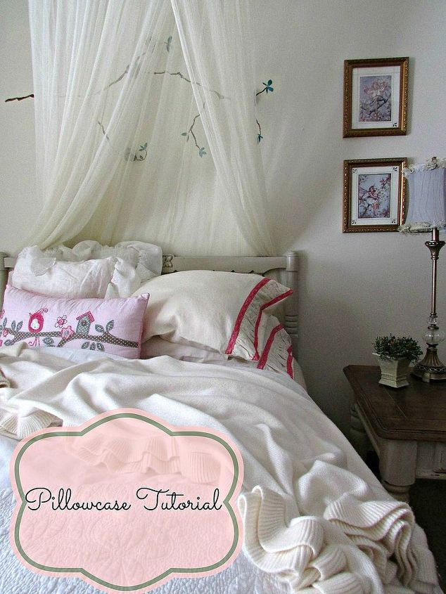 Make these pretty pillowcases with lace trim