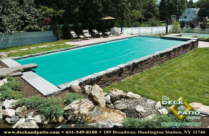 Pool with automatic cover