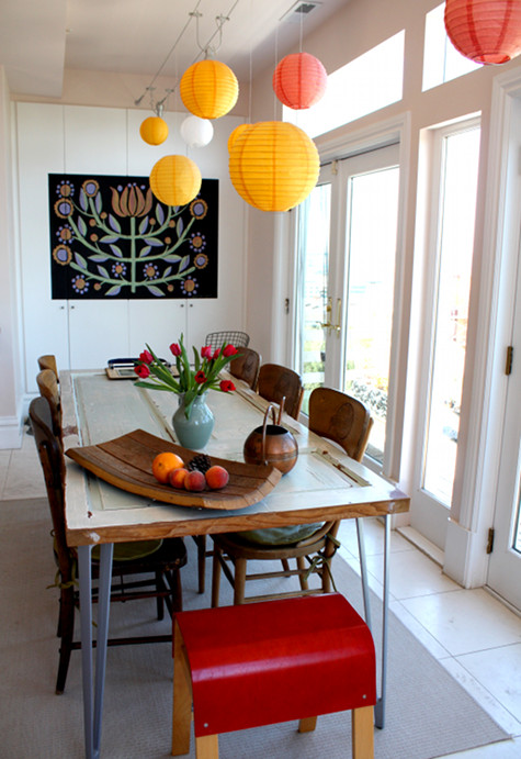 Yet another table made from an old door. An easy DIY project for enthusiasts.