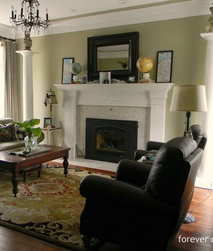 Two columns in the livingroom