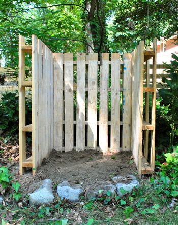 Another view of the compost bin by YHL before it was complete: http://www.younghouselove.com/2011/08/a-pallet-able-compost-post/