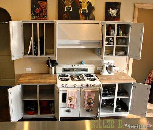 Vertical dividers for baking pan storage