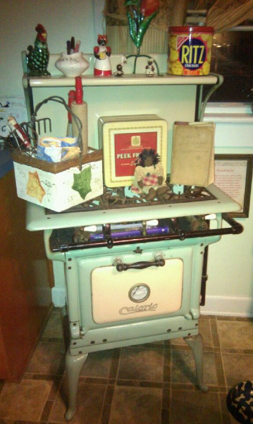my nostalgic corner a useful idea for a vintage stove, repurposing upcycling, My vintage Caloric stove