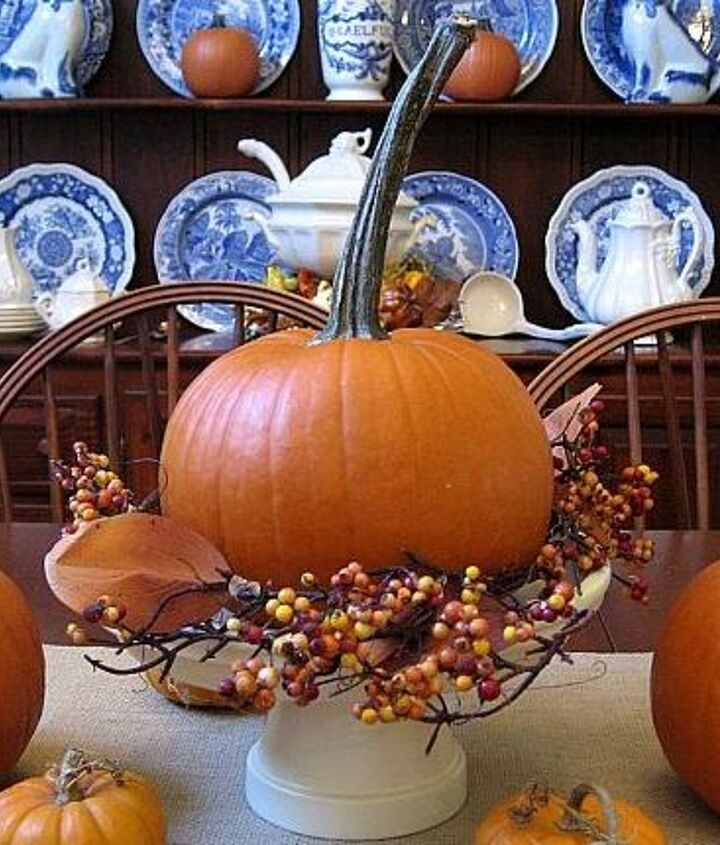 Love the contrast of the blue and white transferware with the pumpkins!
