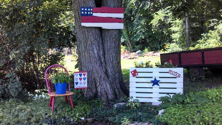 recycle and reuse small pallets, pallet, patriotic decor ideas, repurposing upcycling, seasonal holiday d cor, Finished product All American corner in my back yard