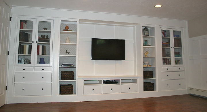 the wall mounted tv finished the wall, entertainment rec rooms, home decor