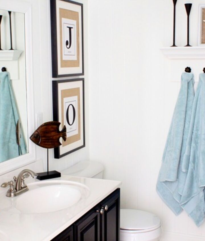 Coastal bathroom (for kids!) http://justagirlblog.com/coastal-bathroom/