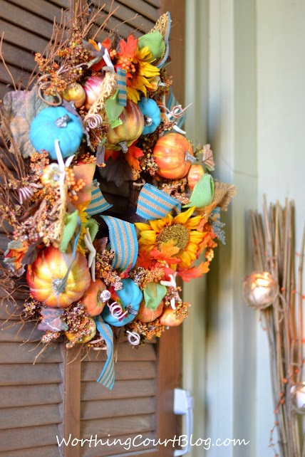 Fun beachy wreath from Worthing Court Blog.