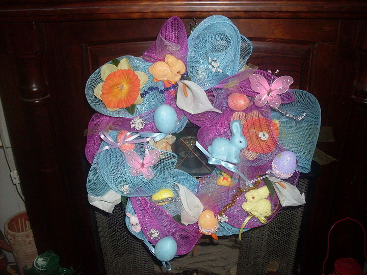 mesh easter wreath, crafts, easter decorations, seasonal holiday decor, wreaths