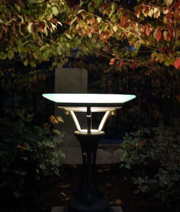 Kitchler birdbath light