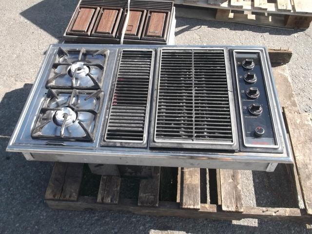 Modern Maid downdraft cooktop with grill insert