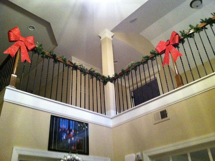 Garland and bows added to the 2nd level