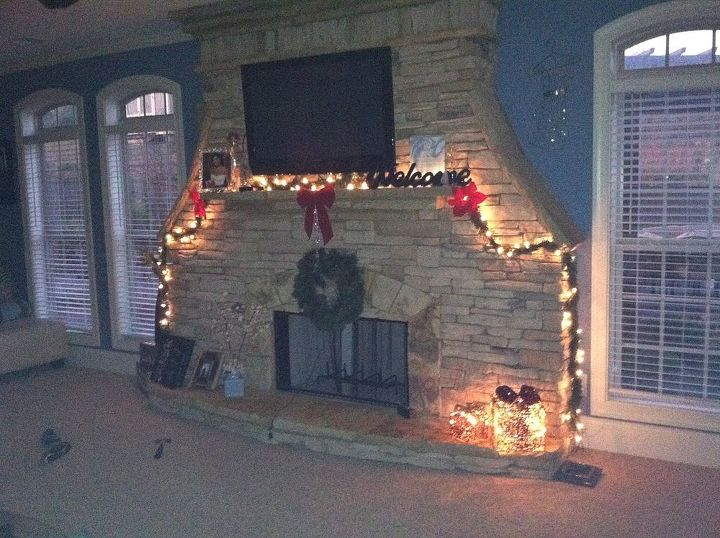 The fire place all lit up, the wreath lights up but it wasnt turned on in this pic