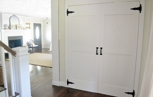 I love the barn style door.