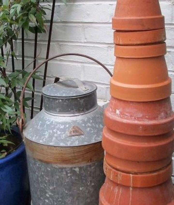 stacked clay pots form a terra cotta tree http://pinterest.com/barbrosen/
